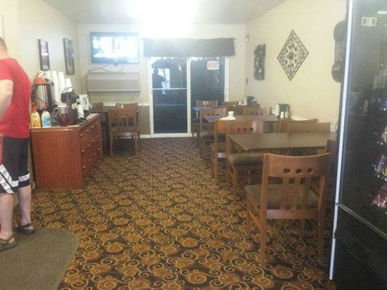 GuestHouse Inn Yakima: The Breakfast area