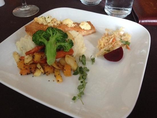Saint Tropez Bistro: Feta Salmon Special