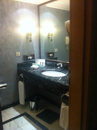 InterContinental Istanbul: Big Bathrooms