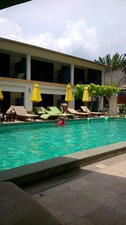 Kamala Beachfront Apartment: lounges by the pool