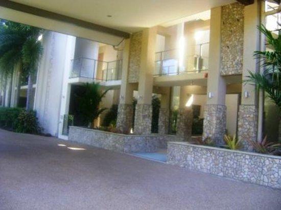 Shantara Resort  Port Douglas: Shantara's facade.