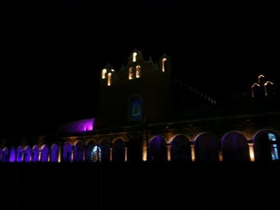 El Atrio del Convento de Izamal: Espectáculo de Luz y Sonido... historia de Izamal