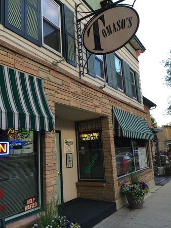 Tomaso's : Awning and front