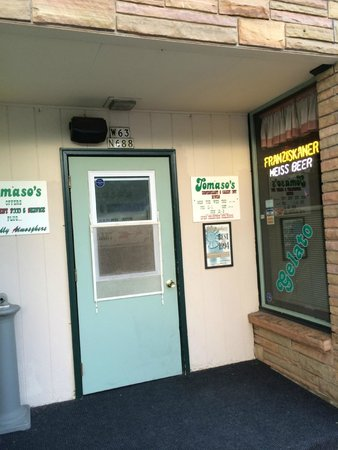 Tomaso's : Tacky front door