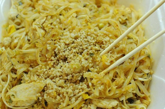 Isan Thai Restaurant: Perfectly prepared Pad Thai (Chicken or Seafood)