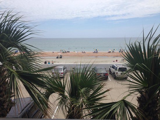 Tropical Winds Oceanfront Hotel: Our partially obstructed view. Still a nice view though!