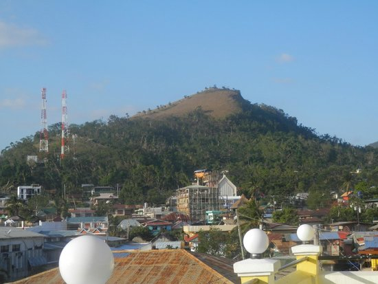 Luis Bay Travellers Lodge: mt tapyas seen from the hotel's roof top