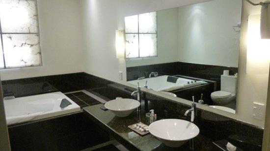 Select Braemar Lodge & Spa : Contender for 'Best Bathroom Award'