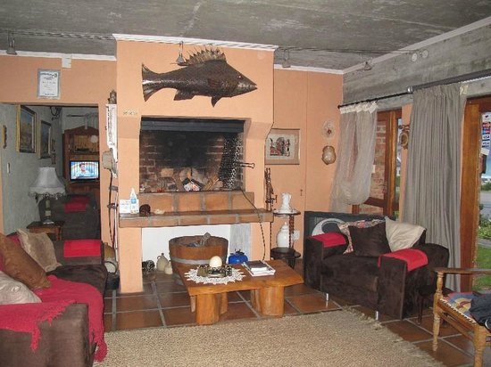 Ocean View Guest B&B: Hearth warmed the diningroom on a very cold visit