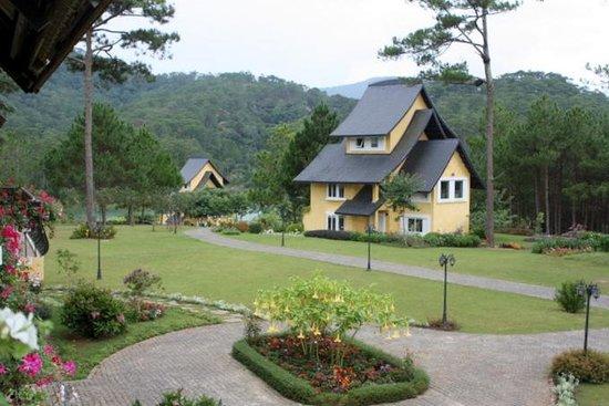 Binh An Village Dalat: View of Villas from Hotel