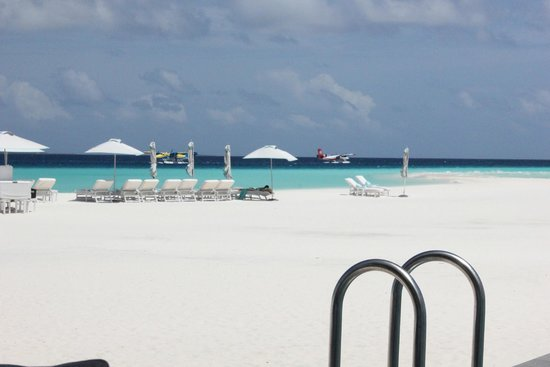 Four Seasons Resort Maldives at Landaa Giraavaru: beach