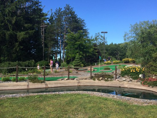 The Inn at the Peak : Mini Golf