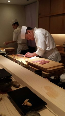 Sushi Yoshitake: Chef in action