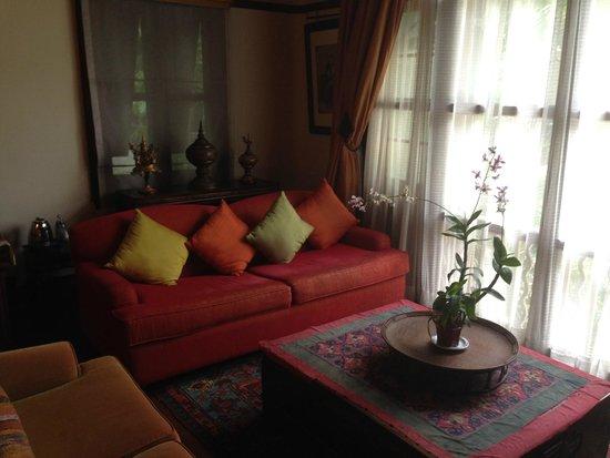 Ariyasomvilla: Wohnzimmer/ Arbeitsbereich