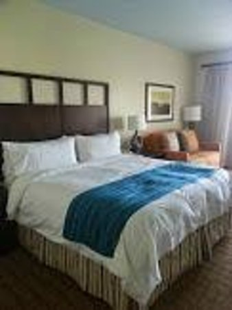 Marriott's Shadow Ridge I-The Villages : View of King Bed