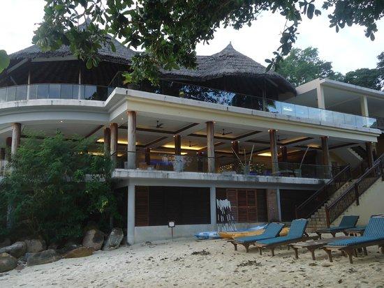 Cerf Island Resort: the restaurant
