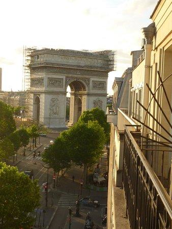 Radisson Blu Hotel Champs Elysees, Paris: View from Balcony