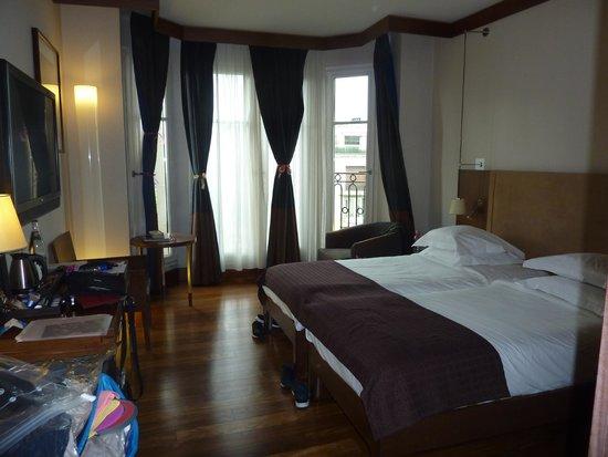 Radisson Blu Hotel Champs Elysees, Paris: twin room