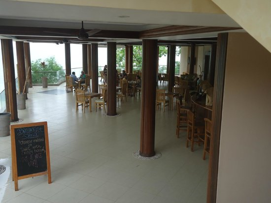Cerf Island Resort: the restaurant