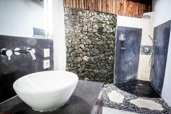 Bali Hotel Pearl : Superior Luxe bathroom