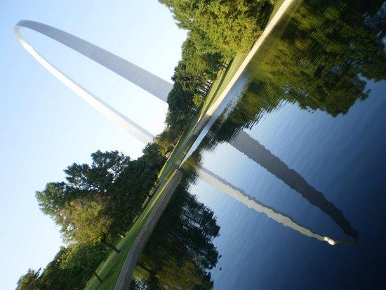 Gateway Arch : Reflecting Pond