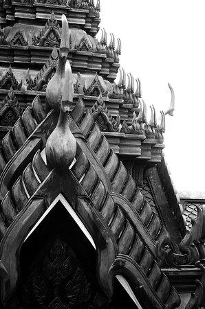 Wat Ratchanatdaram Woravihara (Loha Prasat): The black roof structure made of metal