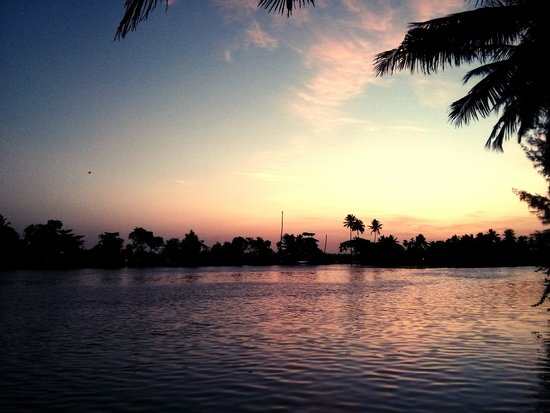 Riverine Resort : Sunset from outside the cottage !
