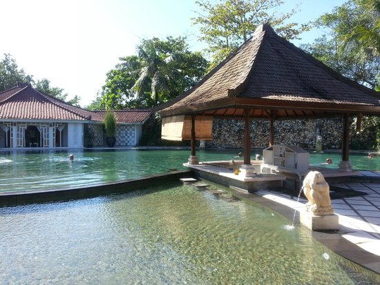 Keraton Jimbaran Beach Resort: Day spa & Swim up bar