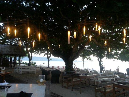 Keraton Jimbaran Beach Resort: Beach dining