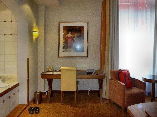 Bilderberg Grand Hotel Wientjes: Working Desk