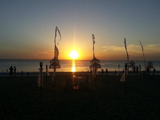 Keraton Jimbaran Beach Resort: Jimbaran dining at sunset