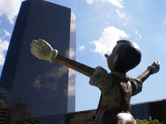 City Garden: Pinocchio Loves You St. Louis!
