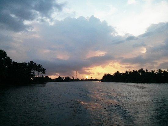 Riverine Resort : Sunset Boat Ride !!!