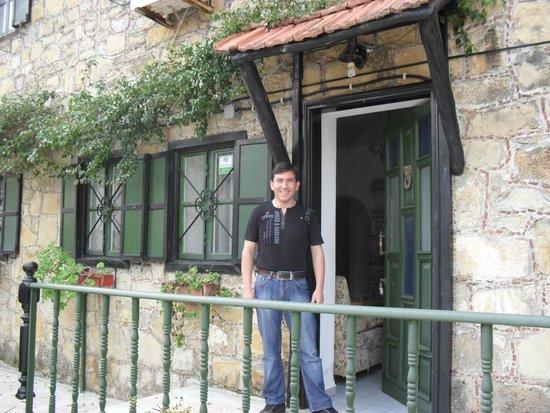 Akasya Motel: Mustafa, uitbater Akasya