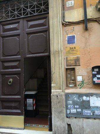 Habana's Design : Entrance of La Habana from the street