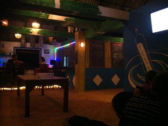 Mad Monkey Hostel Siem Reap : Roof top bar