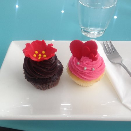 Bloom Cafe and Training Centre : Choc hazelnut & vanilla with strawberry cream cheese icing!