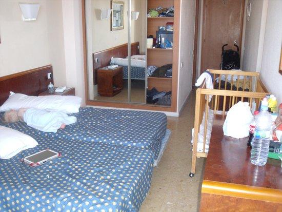 Complejo Calas de Mallorca : tiny room