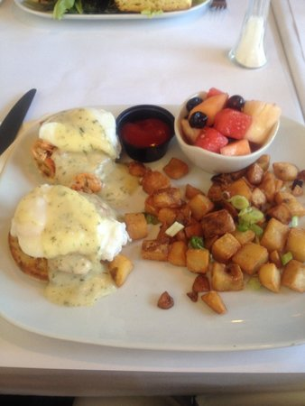 White Goose Bistro: Smoked Salmon Benedict for Mothers' Day Brunch