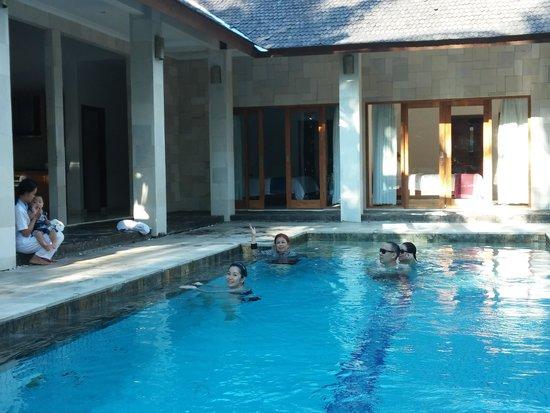 Kelapa Luxury Villas: Swimming Pool
