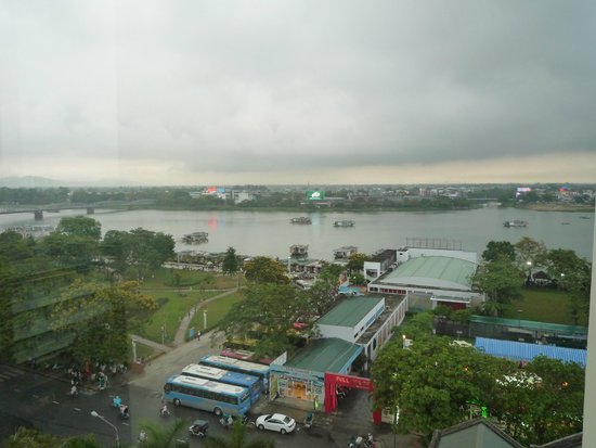 Muong Thanh Holiday Hue Hotel: view from deluxe river view room