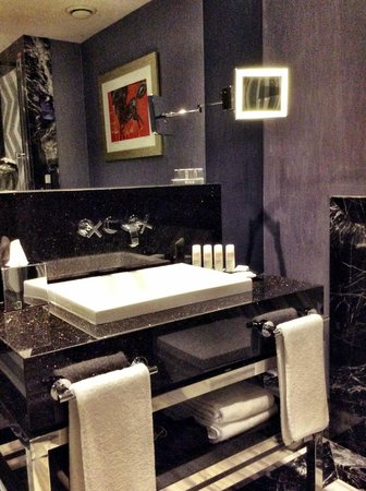Radisson Blu Hotel, Istanbul Pera: Ванная комната с душем