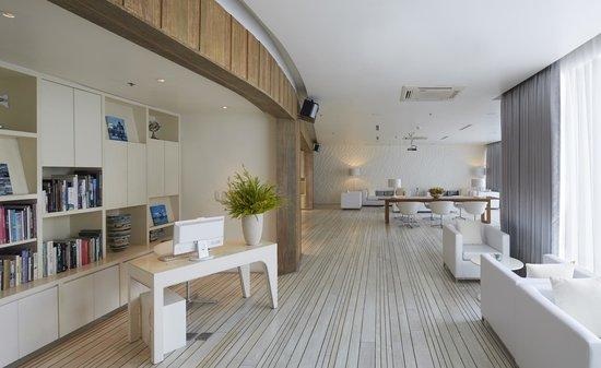Hotel Baraquda Pattaya - MGallery by Sofitel: The White Lounge