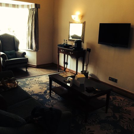 The Manor House Hotel and Golf Club: Lounge area - Golden Leigh
