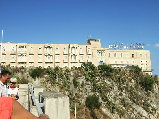 Excelsior Palace Hotel: View of Hotel Excelsior