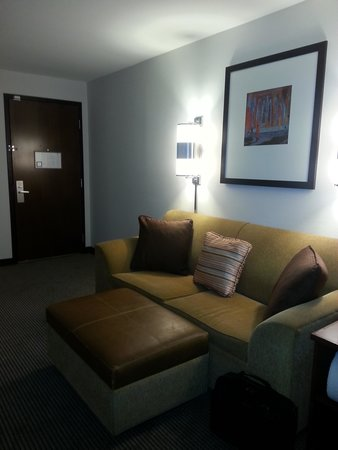 Hyatt Place Denver Airport: Almost like a suite, comfortable sofa