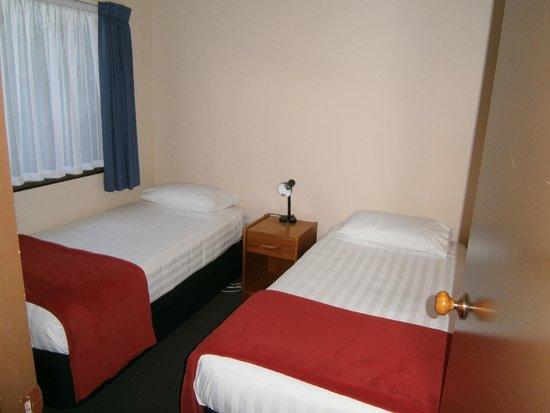 Deans Bush Motel: Twin room