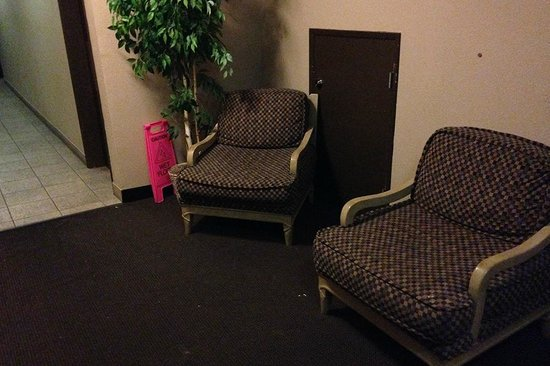 Shilo Inn Suites Hotel - Newport : scary downstairs to get to restroom