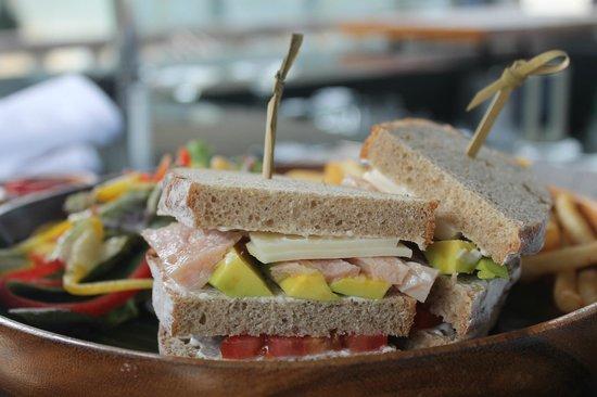 Conrad Bali: le fameux club sandwich