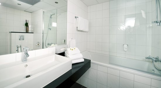 Quality Hotel Alexandra: Bathroom guest room